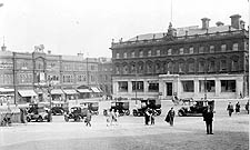 st georges square 1932 at 225.jpg (13122 bytes)